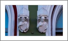 Zwischen den Fenstern (Between the windows) (alfred.hausberger) Tags: fassade figuren eggenfelden stadtplatz