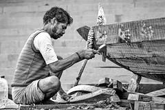 Craftsman I (Mateus Carvalho |) Tags: 2017 banaras benares india nikond500 travel varanasi blackandwhite street pretoebranco worker craftsman boatman