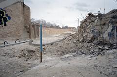 WAR II (Florian Thein) Tags: berlin schöneberg yorkstrasse sbahn umsteiger baustelle war film analog yashicat5 35mm kodakgold