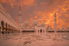 Sheikh Zayed Mosque at sunset (Margarita Genkova) Tags: sheikhzayedmosque thepearlofabudhabi abudhabi uae sunset mosque places structure cool beautiful colors