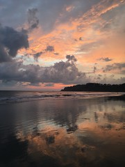 94 (Lee Saborío) Tags: reflection pacific ocean costarica sunset