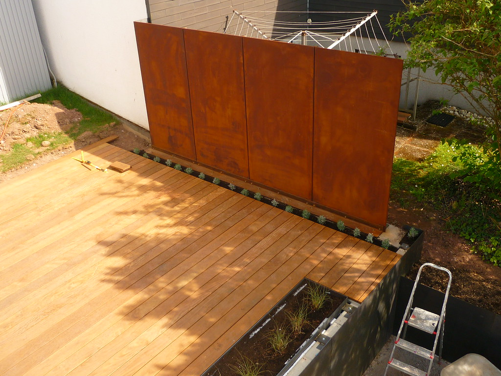 The world 39 s most recently posted photos of holzdeck for Stahlwand garten