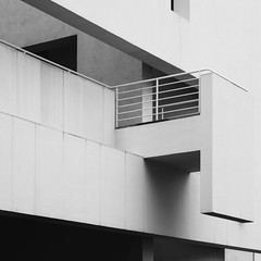 Richard Meier. MACBA #27 (Ximo Michavila) Tags: richardmeier macba ximomichavila blackwhite bw grey monochromatic architecture archdaily archiref archidose spain barcelona cataluña museum art modern city building urban geometric balcony square 11 abstract