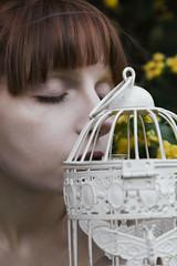 Cage (GretaLarosa) Tags: natura primavera viso modella romantico emotivo occhi labbra gabbia fiori bianco