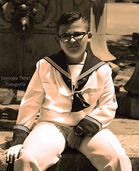 (Veronica Perez Fotografia) Tags: comunion fotos recuerdos dia importante niño modelo marinero fuente plaza comillas tres caños banco sepia edicion nikon d7100 cantabria exterior