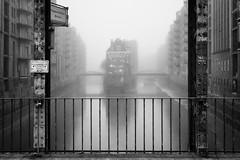 Wasserschloss bei Nebel (digital_underground) Tags: hamburg wasserschlos water fleet kanal urban fog mist tide germany speicherstadt longexposure bridge