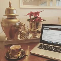 #gul #gold #coffee #coffeelove #kremmerhuset #homesweethome #lovemyhome @kremmerhuset (gaziza2) Tags: instagramapp square squareformat iphoneography uploaded:by=instagram reyes