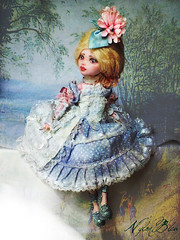 Sitting in a painting (NylonBleu) Tags: monster high mh frankie ooak custo custom repaint nylonbleu kamarza