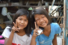 pretty girls sending you peace (the foreign photographer - ฝรั่งถ่) Tags: two pretty girls peace signs khlong thanon portraits bangkhen bangkok thailand nikon d3200