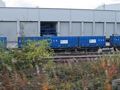 92538 Northenden 201012 (Dan86401) Tags: wagon flat container 92 gmc freight binliner modal northenden kfa intermodal 92538 greatermanchestercouncil standardwagon greatermanchesterbinliner gmc92538