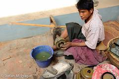 708-Mya-BAGAN-269.jpg (stefan m. prager) Tags: asia asien southeastasia südostasien burma myanmar birma reise bagan handwerk travelphotography reisefotografie
