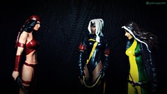 Elektra vs Storm and Rogue (Gui Lopes BH) Tags: storm classic comics toys miniatures action statues collection xmen rogue figurine marvel universe panini figures elektra bonecos chumbo eaglemoss guilopesbh