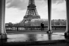2lovers/1tower (Cedpics) Tags: bridge bw paris france love seine eiffeltower toureiffel pont birhakeim thephotographyblog fujixpro1