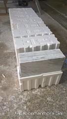 marmette lucidate in marmo bianco venato per pavimento