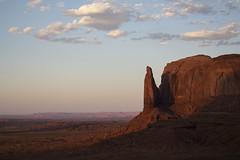 IMG_5128 (Cris_Pliego) Tags: sunset monumentvalley usadesert horse desert warmcolor bluesky