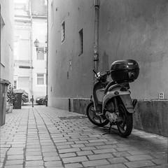(gyorgysz) Tags: kiev 88cm arsat scooter buda budapest ilford hp5 plus push push1 epson 3170 excel fomadon