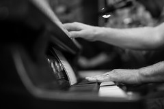 The married keyboard player (tom.leuzi) Tags: 50mm bw bern berne blitz bokeh canoneos6d dof musiker sigma50mmf14dghsmart sigmaart spieler blackandwhite f14 flash music musician outoffocus player schwarzweiss keyboard heinz wwwheinzimnetzch