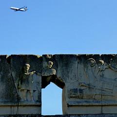 Ostia Antica, Italia (pom.angers) Tags: panasonicdmctz30 february 2017 ostiaantica ostia rome roma lazio italia italy europeanunion ancientrome airplane sculpture art 100