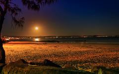 moon setting snapper rocks (rod marshall) Tags: moonsetting fullmoon snapperrocks