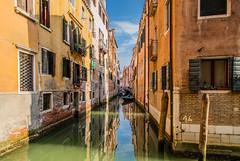 Kanal in Venedig (Juergen Huettel Photography) Tags: venedig venice kanal water sky blue mirror mirroring spiegelung building travel italy italien jhuettel