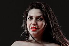 Lèvres rouges (Wal Wsg) Tags: lèvresrouges labiosrojos labios rojos woman mujere girl femme model modelo garota canoneosrebelt3 retrato retratos portrait portraits