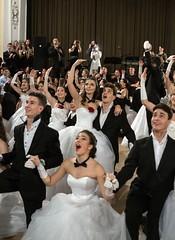 IDEGEN_2017_BethlenBál_2525 (emzepe) Tags: 2017 tél január 7 bethlen bál diákbál prom night ball ballroom hódmezővásárhely zrínyi utca kossuth tér fekete sas díszterem bálterem béke tánc táncol tácolnak dance danse tanz konfetti confetti belövés fellövés levegőbe csillogó scatter shiny spot kilövés elámul tátva marad szája meglepődik surprise happy boldog meglepetés