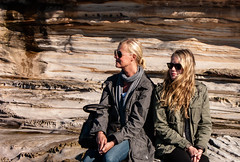 Watch the surfers (Anders Tempelman) Tags: australia blondes women rocks mother daughter sun siade