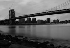 #InspiracionBdF6 Puente sobre la seda (alfonso.ai.photo) Tags: inspiracionbdf6 nspiracionbdf6 new york manhattan bridge puente agua long exposure larga exposicion byn bnw black white