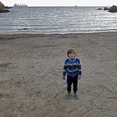 2017.04.11.juanjo.maria.batel.cortina (110.00.04) (maximorgana) Tags: juanjo lacortina beach cartagena freighter ship rock sand stripes blue bottle water
