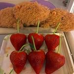big big #strawberries from #USA: #yummy  來自 #阿美利堅 的 #士多啤梨/#イチゴ:#美味しい *\(^o^)/*  #capybara #カピバラ #水豕 🎌 thumbnail