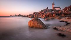 Pontusval au coucher 2 (amateur72) Tags: bretagne brignognan fujifilm pontusval xf1024mm lighthouse mer phare plage rochers rocks seascape xt1 côtedeslégendes finistère