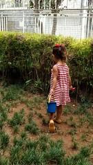 jardineira (luyunes) Tags: criança brincadeira brincar brinquedo jardim menina motoz luciayunes