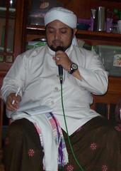 Habib Ubaidillah al habsy - 1 (mas.khusnu) Tags: habib habaib habibabdurrahmanbinalimashur habibmahdialhamid habibmuhammadaljunaid habibsholehalydrus habibmusthofaalydrus habibthohiralkaff habibumarmuthohar habibubaidillahalhabsy habibubaidillah
