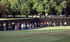 Maya Lin, Vietnam Veterans Memorial, view with visitors