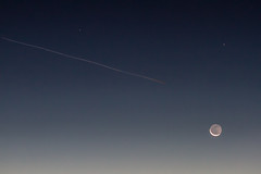 2013-12-01-moon-crescent-rising-plane-contrail-07 (berkeleyhomes-dot-com) Tags: california morning moon berkeley unitedstates moonrise crescentmoon iraserkes 5105266668 httpberkeleyhomescom iraberkeleyhomescom copyright2013iraserkes 20131201 serkesmoon29dec2012