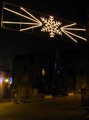 Aiguilhe (43), illuminations 2012 (EclairagePublic.eu) Tags: christmas xmas france lanterne lampe illumination noel ampoule fete leds avenue decor rue arbre groupe ville dcoration guirlande bougie eclairage itc toile lustre eclairagepublic lumineux leblanc hauteloire sabot luciole lcx puyenvelay blachere aiguilhe chromex