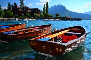 Barques en baie de Talloires sur le lac d'Annecy