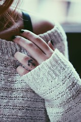 Sobre dias frios. (Vivian Farinazzo) Tags: winter cold tattoo sweater outono tatuagem ncora suter flickrandroidapp:filter=none fingertatto