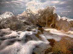 Ola rompe en rocas teléfono a ras (carlosolmedillas) Tags: agua mar ola espuma espumon espumón beach playa teléfono sony xperia m5 hdr abstracto raro rara curiosa arena azkorri askorri azcorri water arenisca piedra choque romper cerca macro