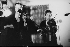 Mary Jane Lamond and Lisa MacIsaac – Festival Club – October 1999 (photo: Murdock Smith)