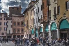 Mantova - Italia (Aránzazu Vel) Tags: mantova mantua urban city medieval medievalcity historicalcitycenter historicalbuilding italia architecture architettura streetlife street