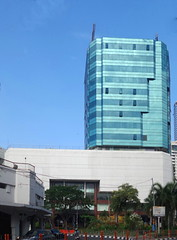 Bank Mandiri Tunjungan (Everyone Sinks Starco (using album)) Tags: building gedung arsitektur architecture surabaya eastjava jawatimur office kantor