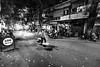 street vendor (tumivn) Tags: a7rii zeiss1635 hanoi vietnam streetphotography street streetvendor night hoankiem strreet