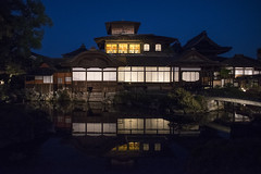 Hiunkaku 飛雲閣 (Patrick Vierthaler) Tags: 飛雲閣 西本願寺 ライトアップ 伝灯奉告法要 京都 映り込み 池 水 繁栄 マジックアワー 日本 japan kyoto reflections reflektionen nishi honganji hiunkaku pavillon great blue hour evening lightup japanese japanische landscape landschaft
