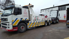 Volvo FM12 Rear Suspending Axor Tractor unit (JAMES2039) Tags: volvo fm12 tow towtruck truck lorry wrecker heavy underlift heavyunderlift 6wheeler rear rearsuspend ca02tow cardiff rescue breakdown ask askrecovery recovery mercedes merc axor