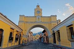 Calle del Arco Antigua Guatemala (Nko Gonzálvis) Tags: calle del arco calledelarco antigua guatemala cdguatemala