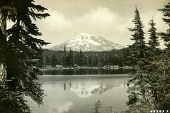 P1.OR2.022 (American Alpine Club Photo Library) Tags: threesisterspeaks cascadevolcanicarc cascaderange willamettenationalforest southsister lakes