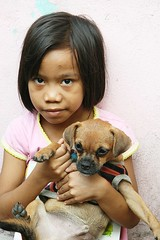girl with her dog (the foreign photographer - ฝรั่งถ่) Tags: girl child dog khlong thanon portraits bangkhen bangkok thailand canon kiss