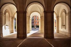 Palazzo Barberini (Japo García) Tags: arcos contraluz simetría luz roma edificio contraste fuente tres palacio barberini italia japo garcía fotografía arte barroco