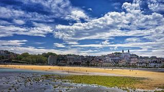 Beach-city landscape. Paisaje playa-ciudad.